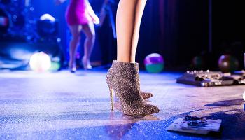 Hoidetuilla kengillä pikkujoulukauteen